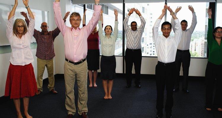 Coloque o grupo em sintonia organizando uma dinâmica de abertura antes da reunião da equipe