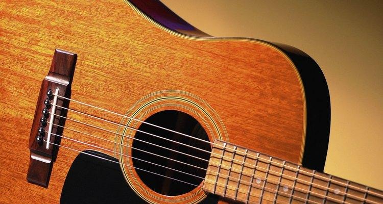 Trocar o rastilho de seu violão pode prevenir cordas arrebentadas