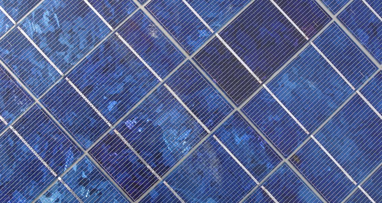 Los paneles solares recogen la energía incluso en días nublados.