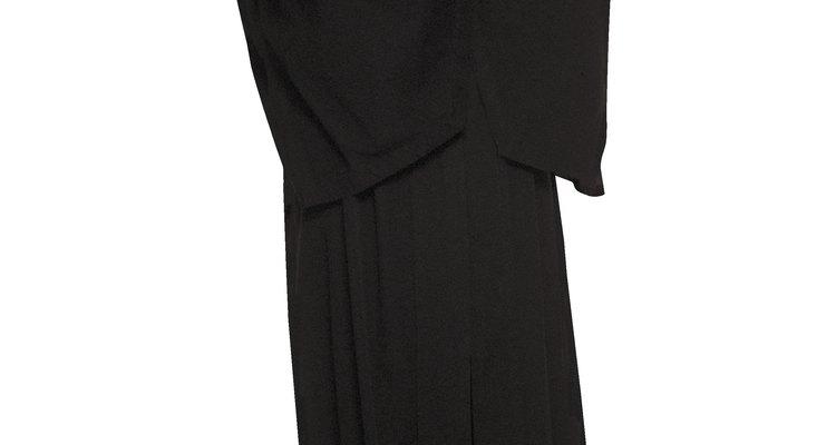 A toga preta icônica faz parte do uniforme de um juiz