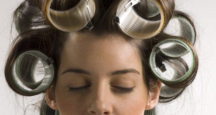 Cuando arregles tu cabello estando húmedo, usa los rulos más grandes disponibles.