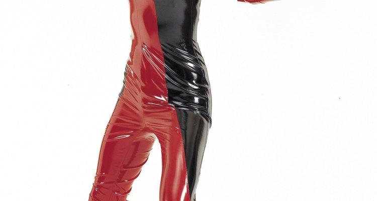 Un traje de cuerpo entero puede realizarse con cualquier tela elástica, incluyendo piel artificial.
