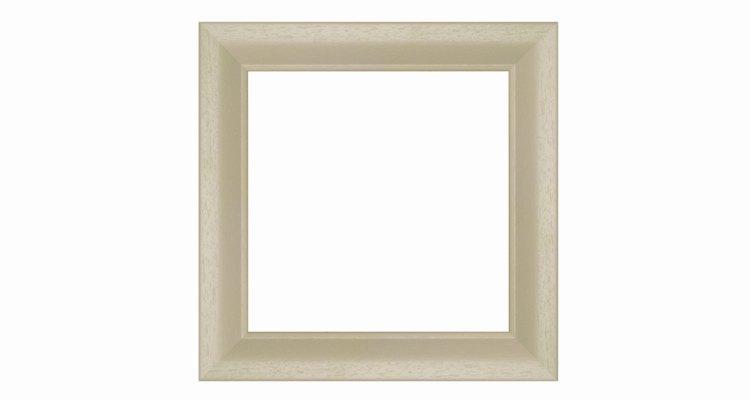 Un cuadrado es un cuadrilátero, lo que significa que es un polígono bidimensional con cuatro lados.