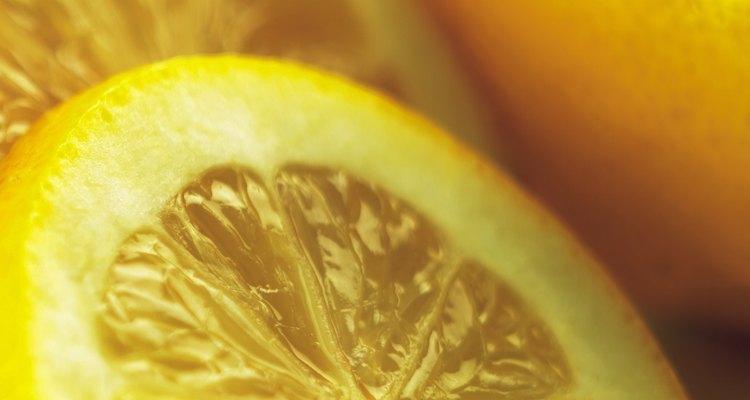 Use suco de limão fresco em suas manchas de ferrugem