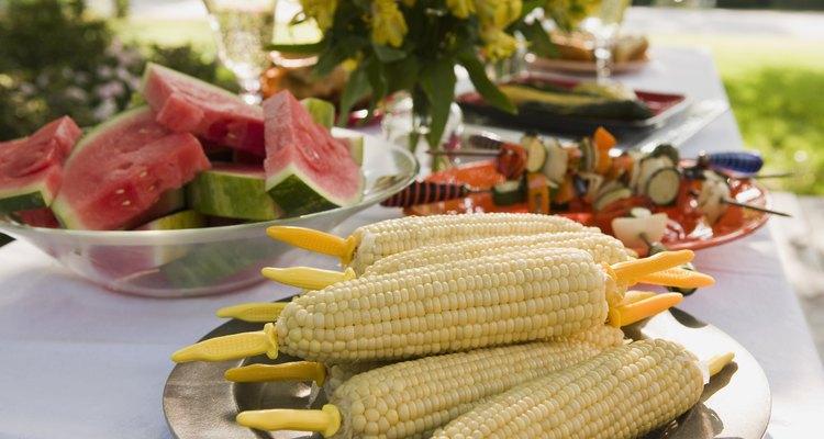 Embora semelhante em aparência e uso, milho amarelo e branco têm diferenças