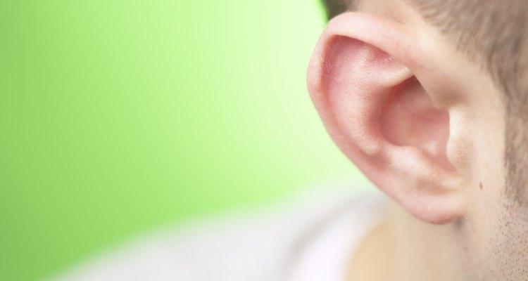 O aparecimento de cravos nas orelhas pode não ser muito aparente, mas causa bastante incômodo