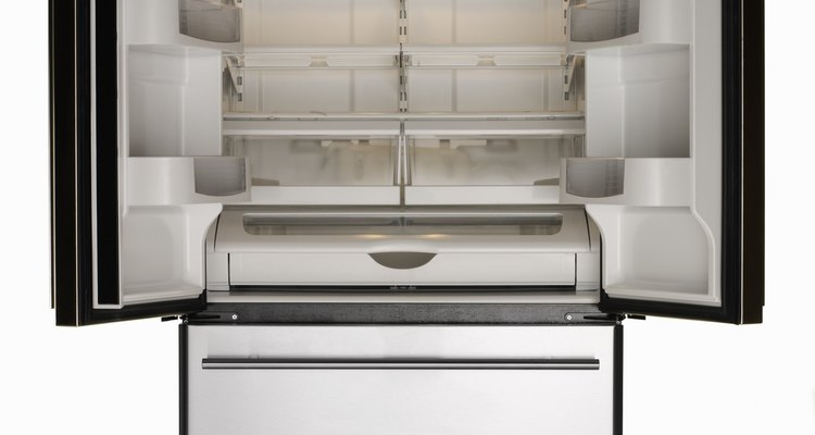 Cómo cambiar el lado en que se abre la puerta de tu refrigerador Whirlpool Gold.