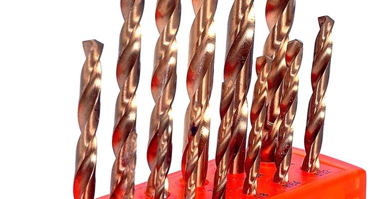 A broca de alta velocidade cessa movimento rapidamente quando perfura aço inoxidável