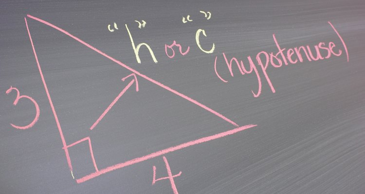 O triângulo retângulo é uma forma geométrica fundamental na trigonometria