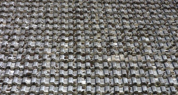 Contacta el fabricante de las tejas de tu techo para asegurarte de que aún no tienen impermeabilizante.