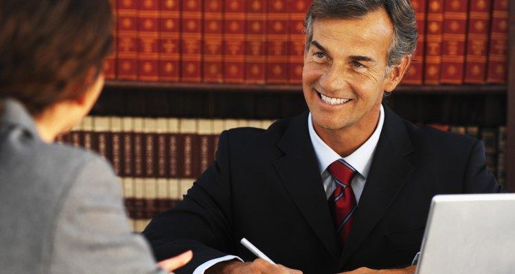 Los notarios públicos son profesionales capacitados para certificar documentos.