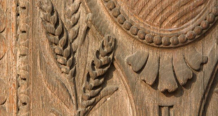 Fazer esculturas de madeira e móveis é uma parte da cultura canadense