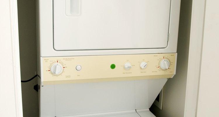 Las manchas de tinta en tu secadora pueden manchar con facilidad la ropa.