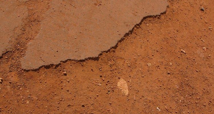 Los suelos cohesivos y no cohesivos difieren en textura y consistencia.