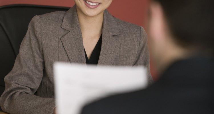 Prepara con anticipación tus respuestas ante las posibles preguntas de una entrevista de trabajo.