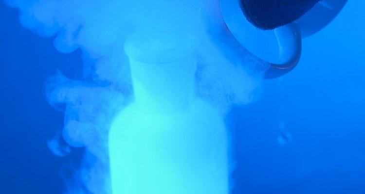 Misture componentes para obter reações químicas