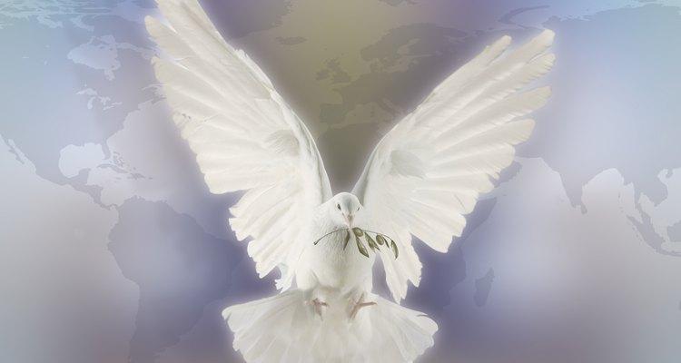 Los dones del Espíritu Santo perfeccionan nuestras virtudes.