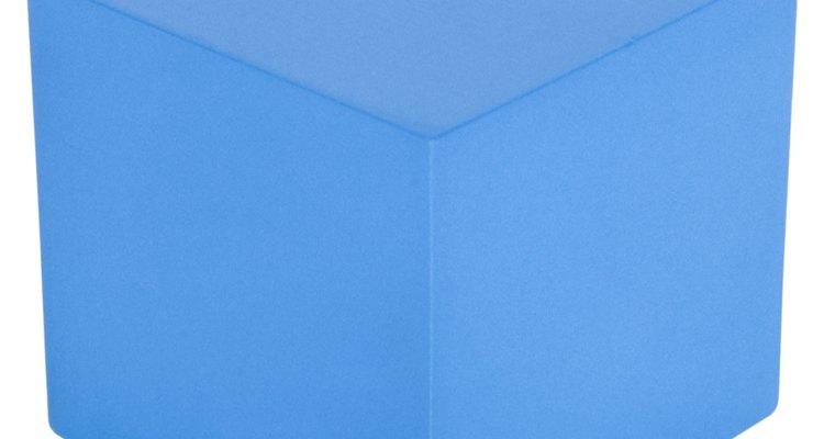 Descobrir o ângulo entre duas diagonais de um cubo exige um pouco de trigonometria