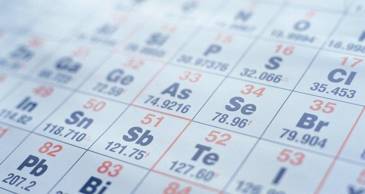 O número de baixo indica a massa atômica