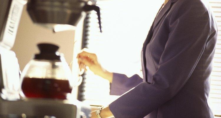 La cafetera Mr Coffe tiene una función programable para preparar el café con anticipación.
