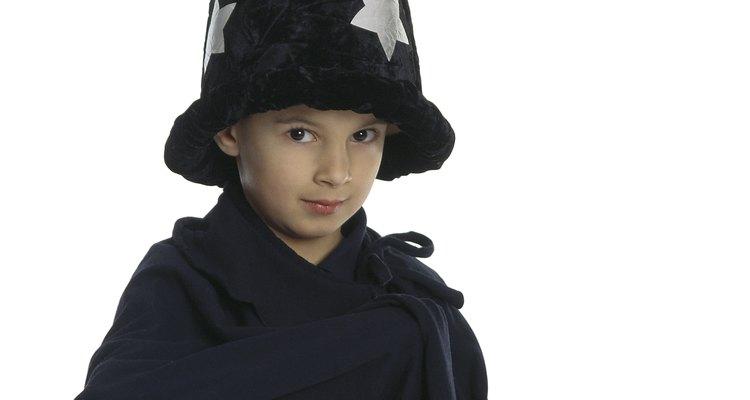 Las túnicas de magos son sencillas de hacer y son amadas por los niños.