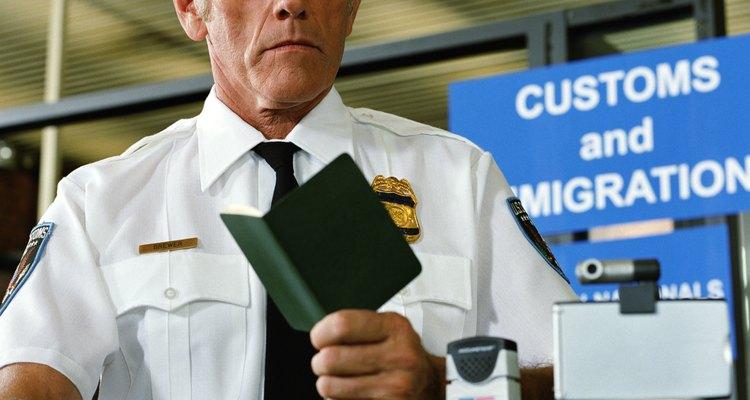 Ter um visto válido no passaporte permite a você cruzar fronteiras
