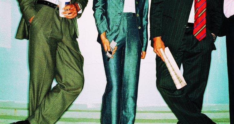Verde tornasolado y sandalias negras para una entrevista de trabajo.