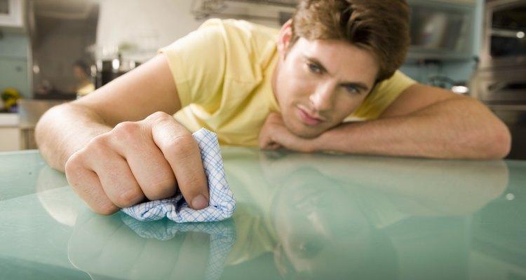 Aprenda a reparar rachaduras na sua mesa de vidro