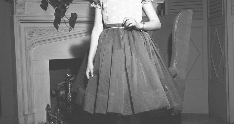 Os vestidos das meninas muitas vezes vinham de outros membros da família, por uma questão de economia