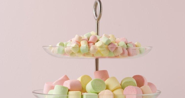 Los malvaviscos son fáciles de meter en la fondue de chocolate.