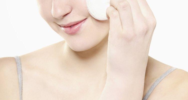 Limpe as esponjas após cada aplicação para matar bactérias e evitar espinhas