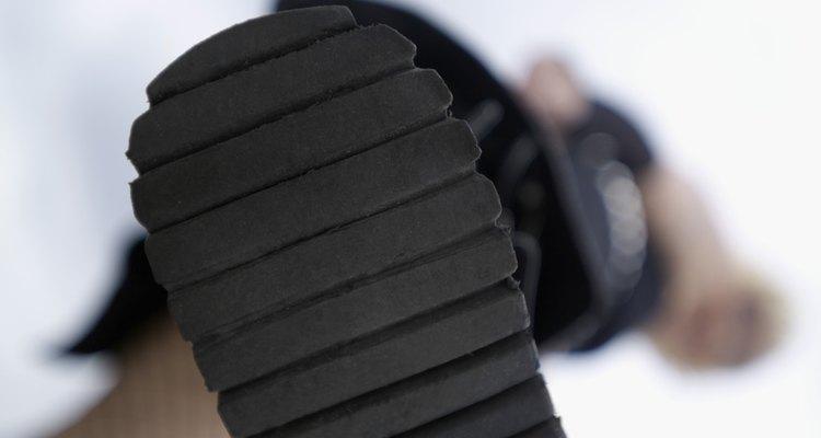 As solas dos sapatos protegem o pé, oferecem mais aderência ao chão e são tendências da moda