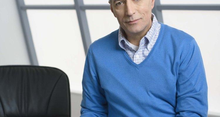 La vestimenta casual de negocios debe proyectar una imagen de confianza y profesionalismo.