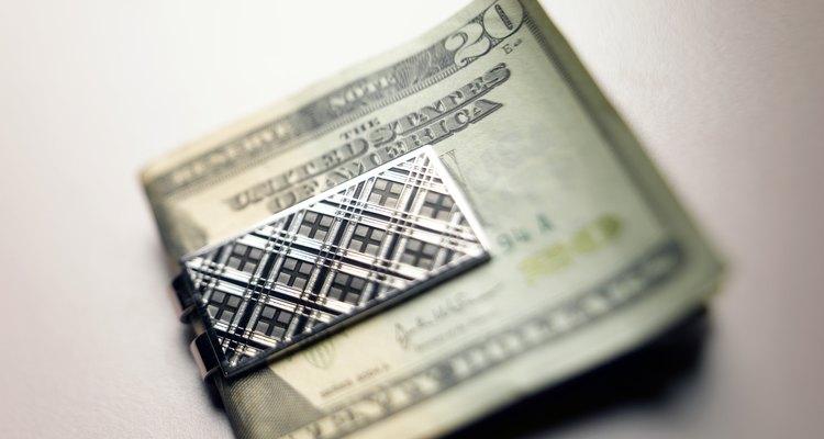 Un clip para billetes sería un regalo apropiado para un hombre capricornio.