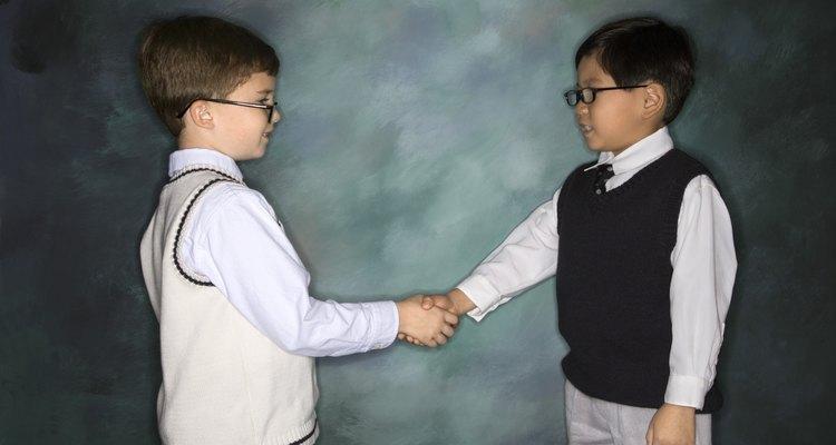 Con una instrucción positiva, los niños pueden aprender buenos modales corteses.