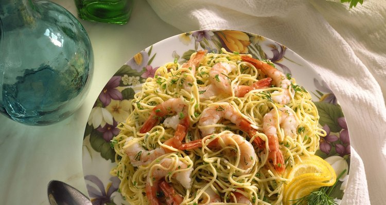 Macarrão com camarão é um prato muito saboroso