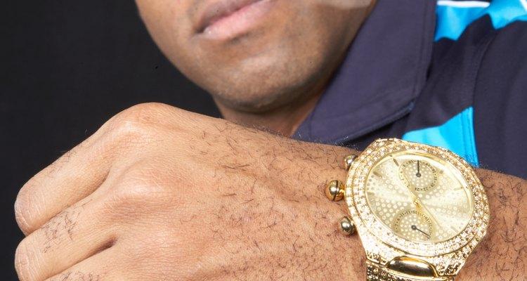 Mantén tu reloj brillante de limpio.