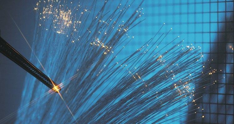 La fibra óptica permite un servicio de cable e Internet extremadamente rápido.