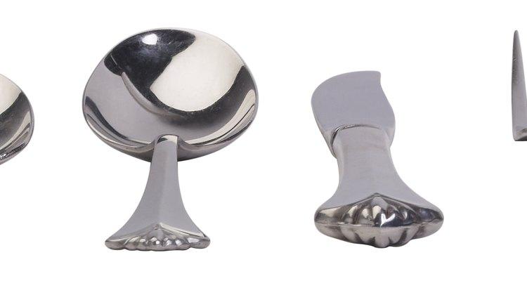 Los cubiertos de Solingen comprenden cuchillos, tenedores y cucharas en todos los tamaños y están hechos de acero inoxidable de alta calidad.