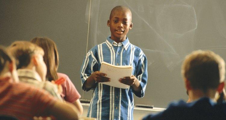 Los estudiantes estudian la lógica para mejorar sus discursos.