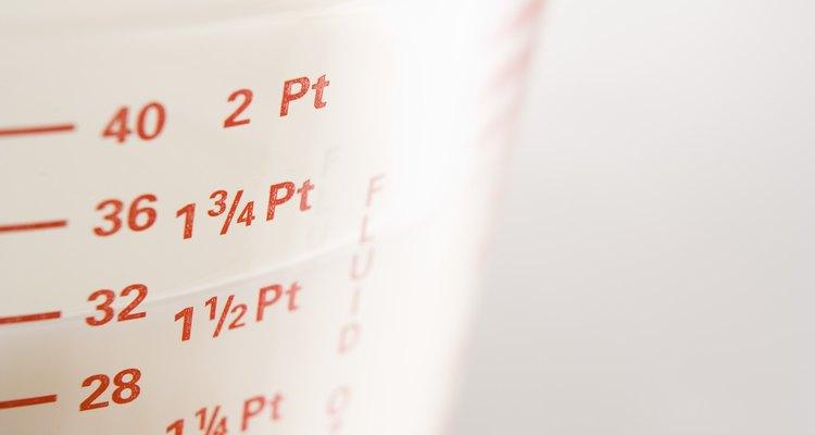 Algunas tazas medidoras están graduadas con el sistema métrico e imperial.