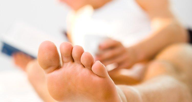 Otro de los remedios es colocar en el pie un poco de limón durante cinco noches antes de dormir y dejarlo actuar, verás que el mal olor se va y no regresa.