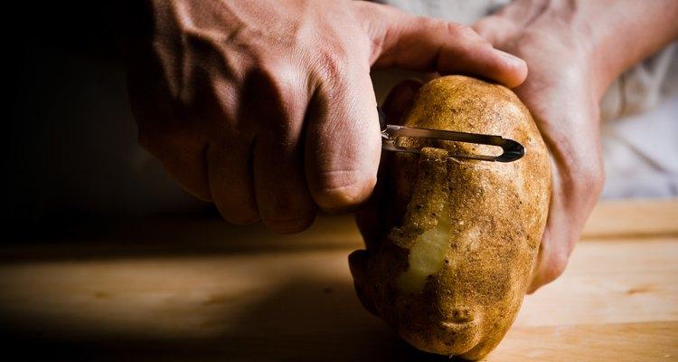 Cascas de batata podem deixar sua compostagem levemente mais ácida