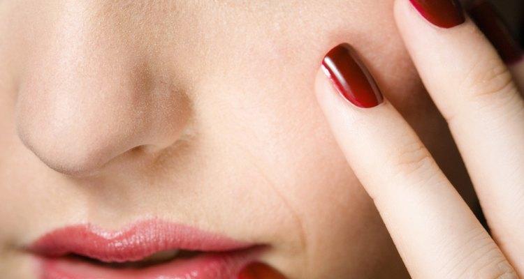 Tons verdes em olhos castanhos podem ser aprimorados com maquiagem