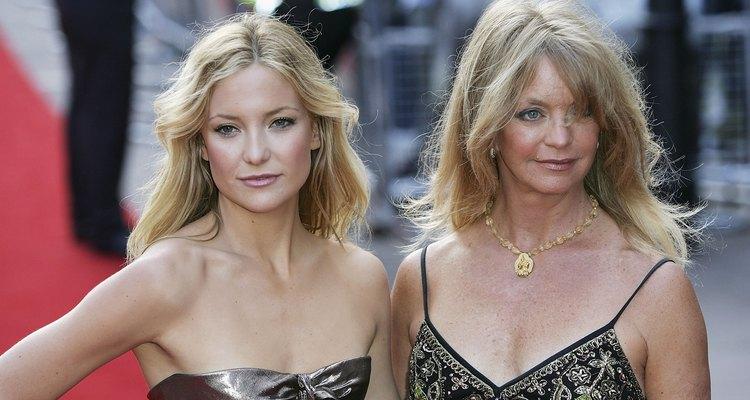 Kate Hudson y Goldie Hawn son dos atractivas rubias que combinan.