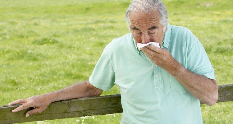 Quebre a fleuma (ou catarro) na garganta tossindo gentilmente