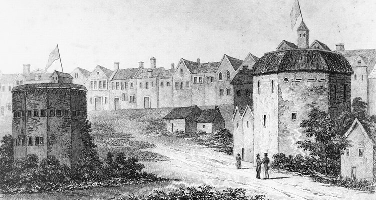 The Globe Theatre was the first playhouse built in London in 1576.