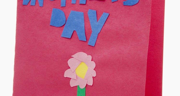 Especifica qué es lo que hace que tu madre sea especial cuando escribas una tarjeta para el Día de las Madres.