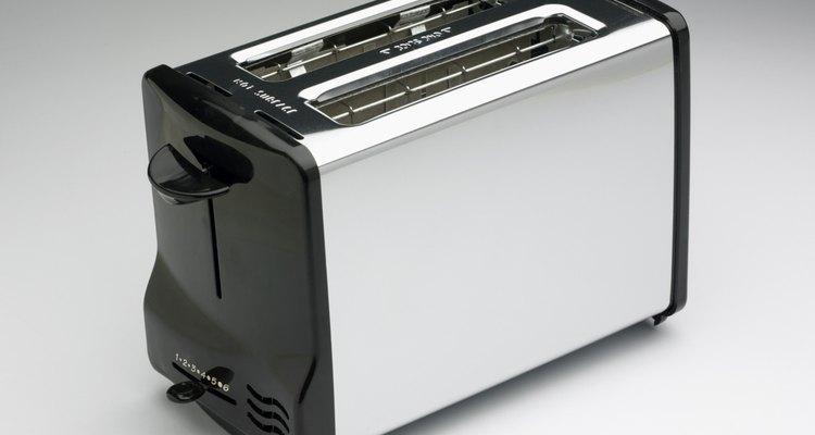 Puedes reparar una tostadora que no calienta con muy poco gasto.