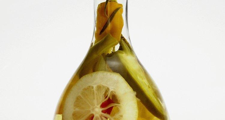 Pedaços secos de limão podem ser usados em uma infusão de azeite para um sabor cítrico intenso